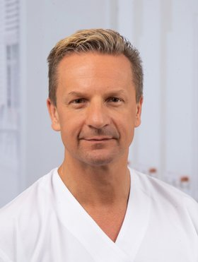 Dr. med. Marcus Benz